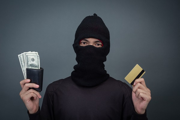 Fake Credit Card and How Credit Card Scams Work?